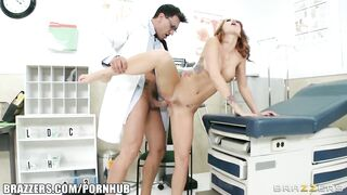 Monique Alexander és latina doktor